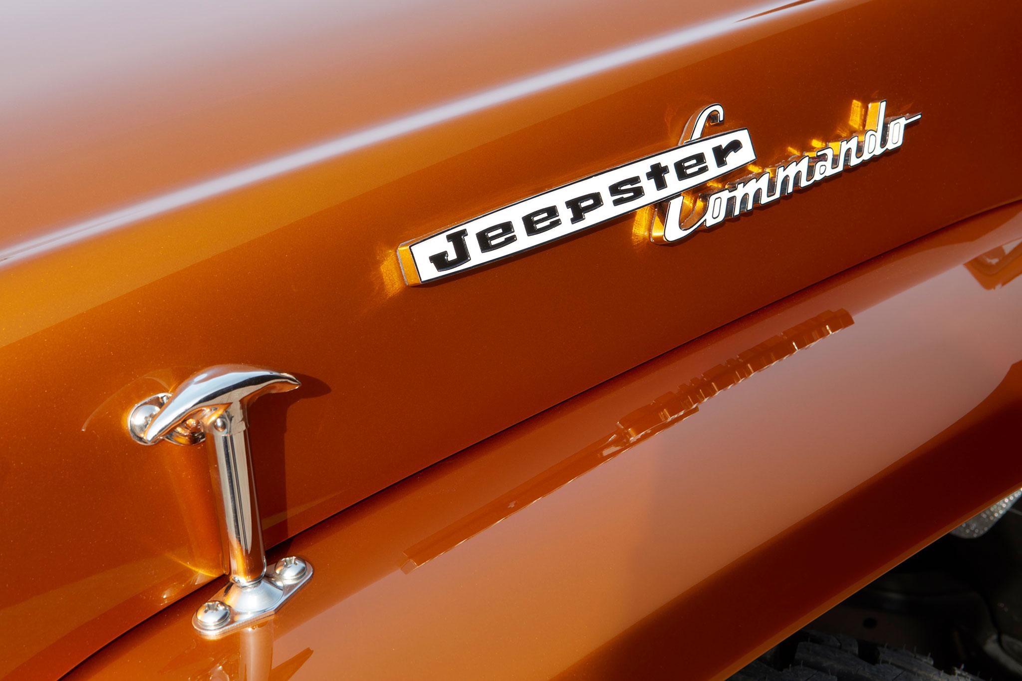 2021 Jeepster Beach Resto Mod Concept détail de l'inscription Jeepster Commando - Concept Cars de Jeep®.