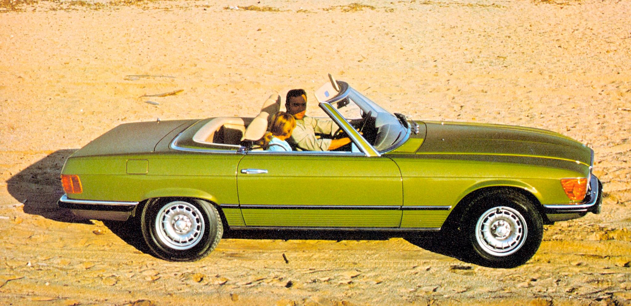 1971-1989 1980 Mercedes-Benz 350 SL R 107comme tous les cabriolets, c'est sous cette angle qu'il est le plus désirable.