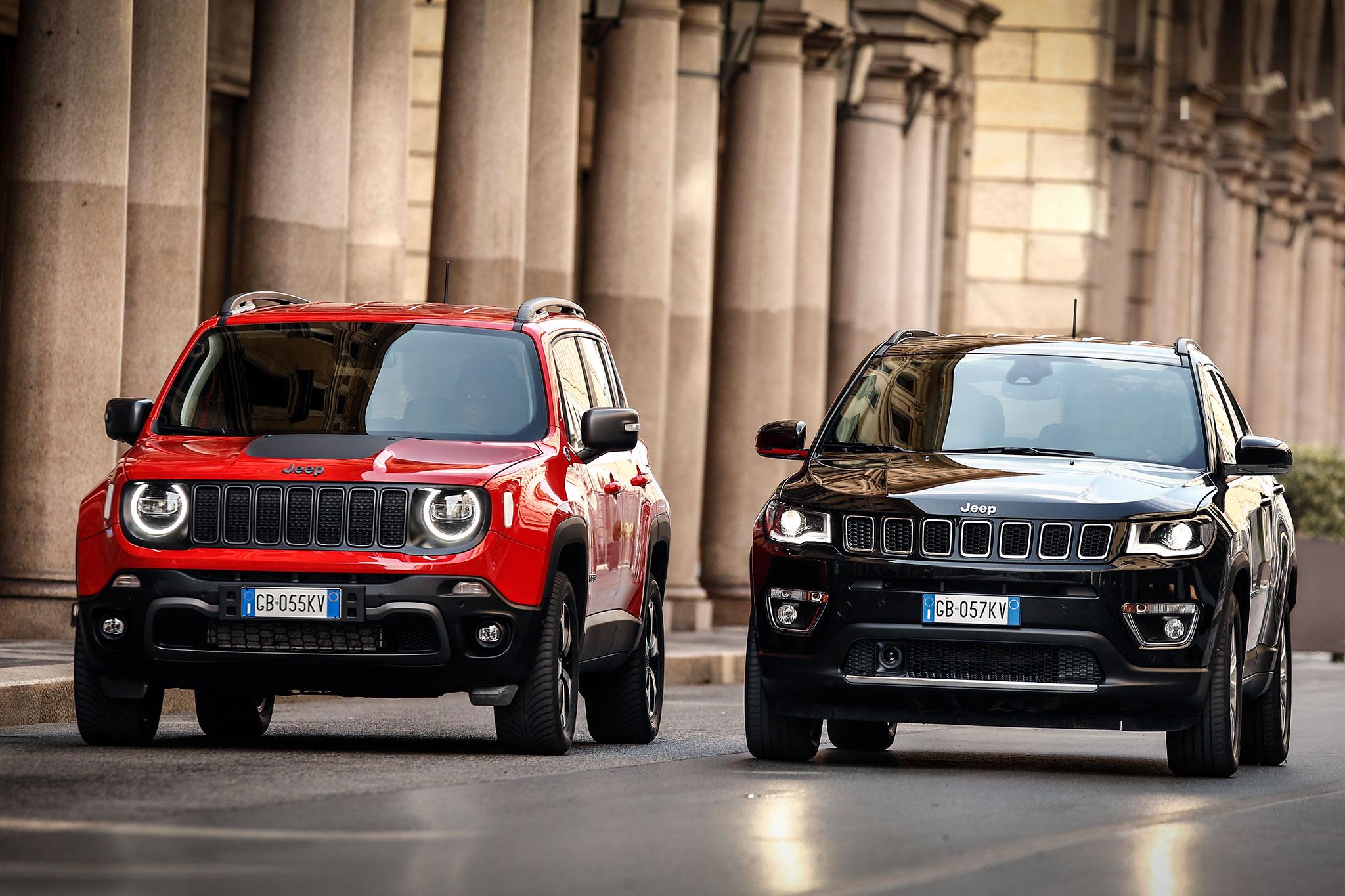 Jeep 4xe Jeep Renegade 4xe à gauche Jeep Compass 4xe à droite