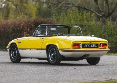 1972 Lotus Elan Sprint Convertible cette version reçoit une peinture bicolore.