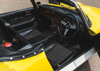1972 Lotus Elan Sprint Convertible le tableau de bord reçoit un placage en bois.