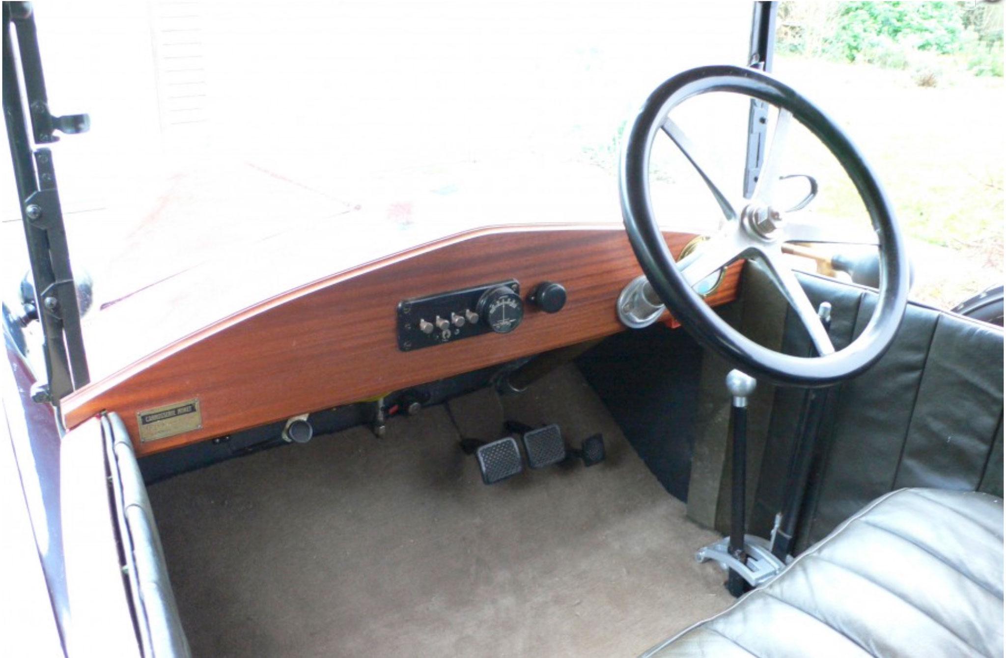 1921 Jouffret Four Seater Tourer simplicité du tableau de bord.