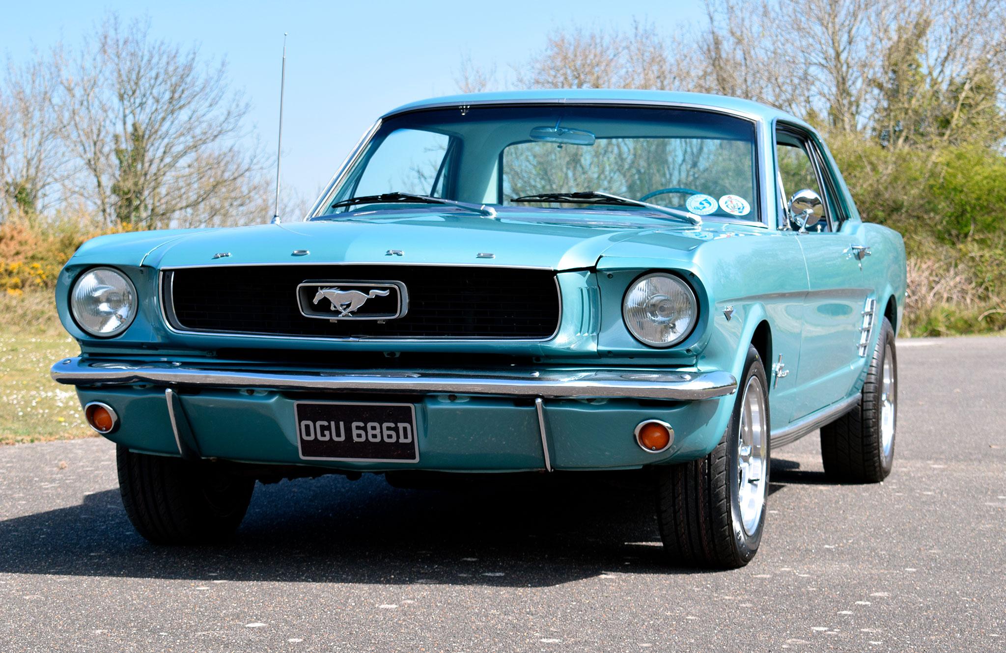 1966 Ford Mustang Coupé - Marché de la Collection.