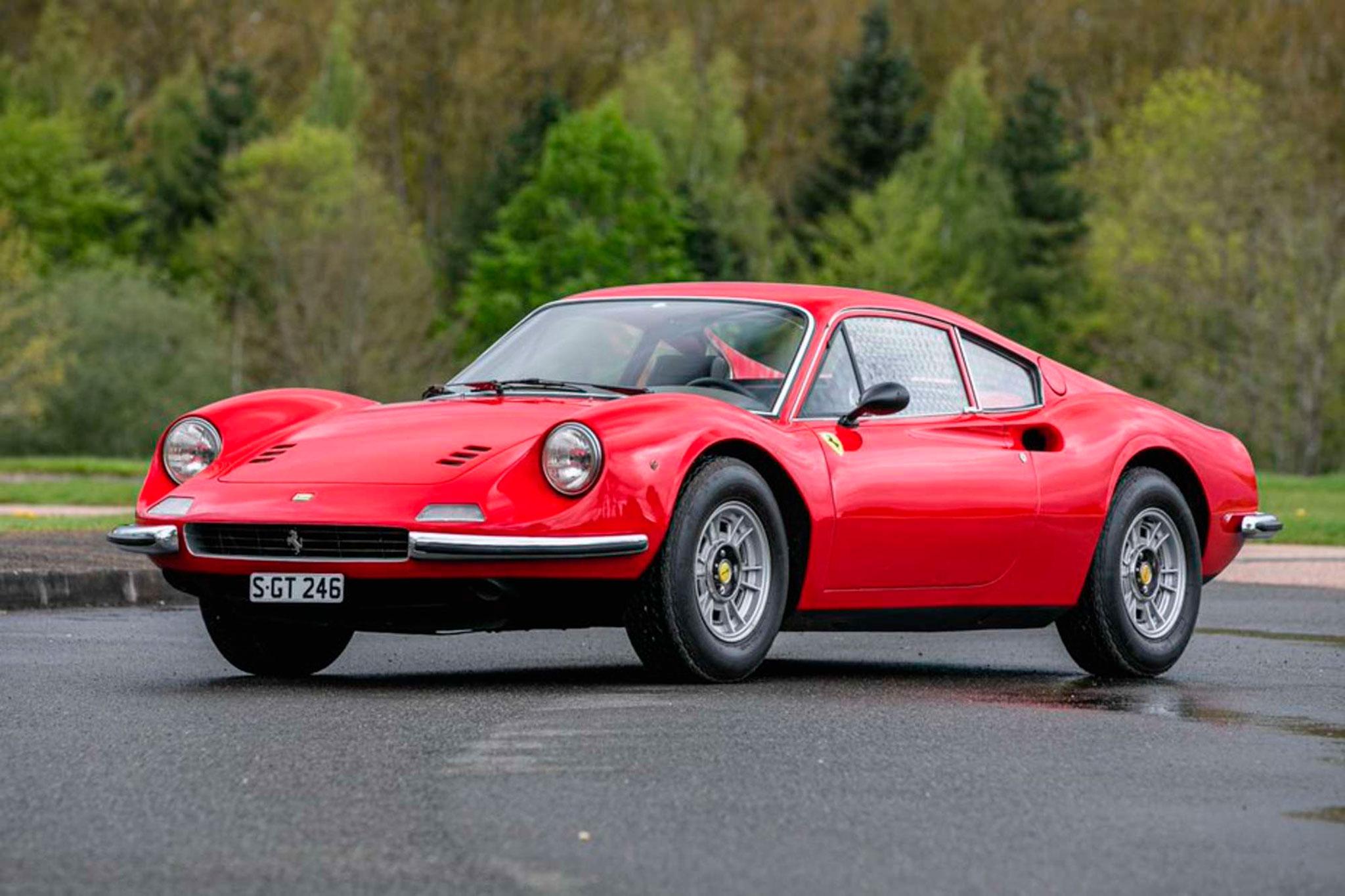 1971 Ferrari Dino 246 GT adjugée £180,000.