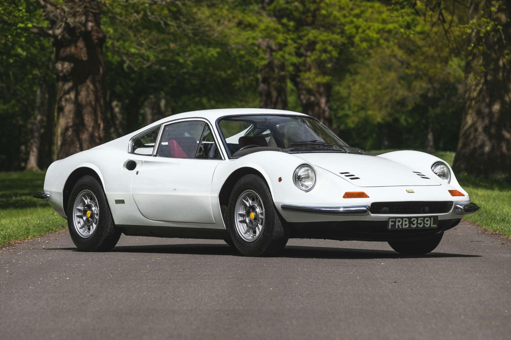 1972 Ferrari Dino 246 GT adjugée £247,000.