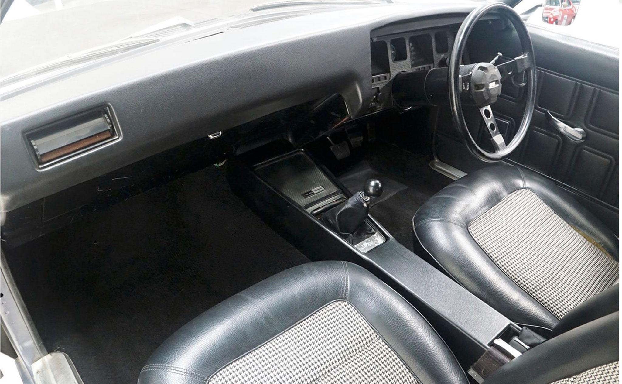 1972 Holden HQ SS Sedan intérieur vinyle et insert pied-de-poule.
