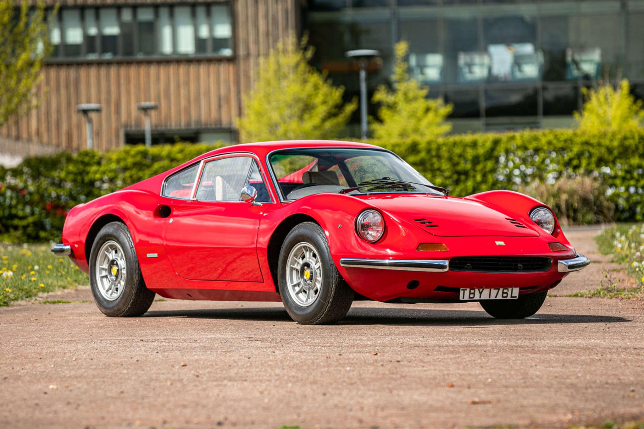 1973 Ferrari Dino 246 GT adjugée £190,000.