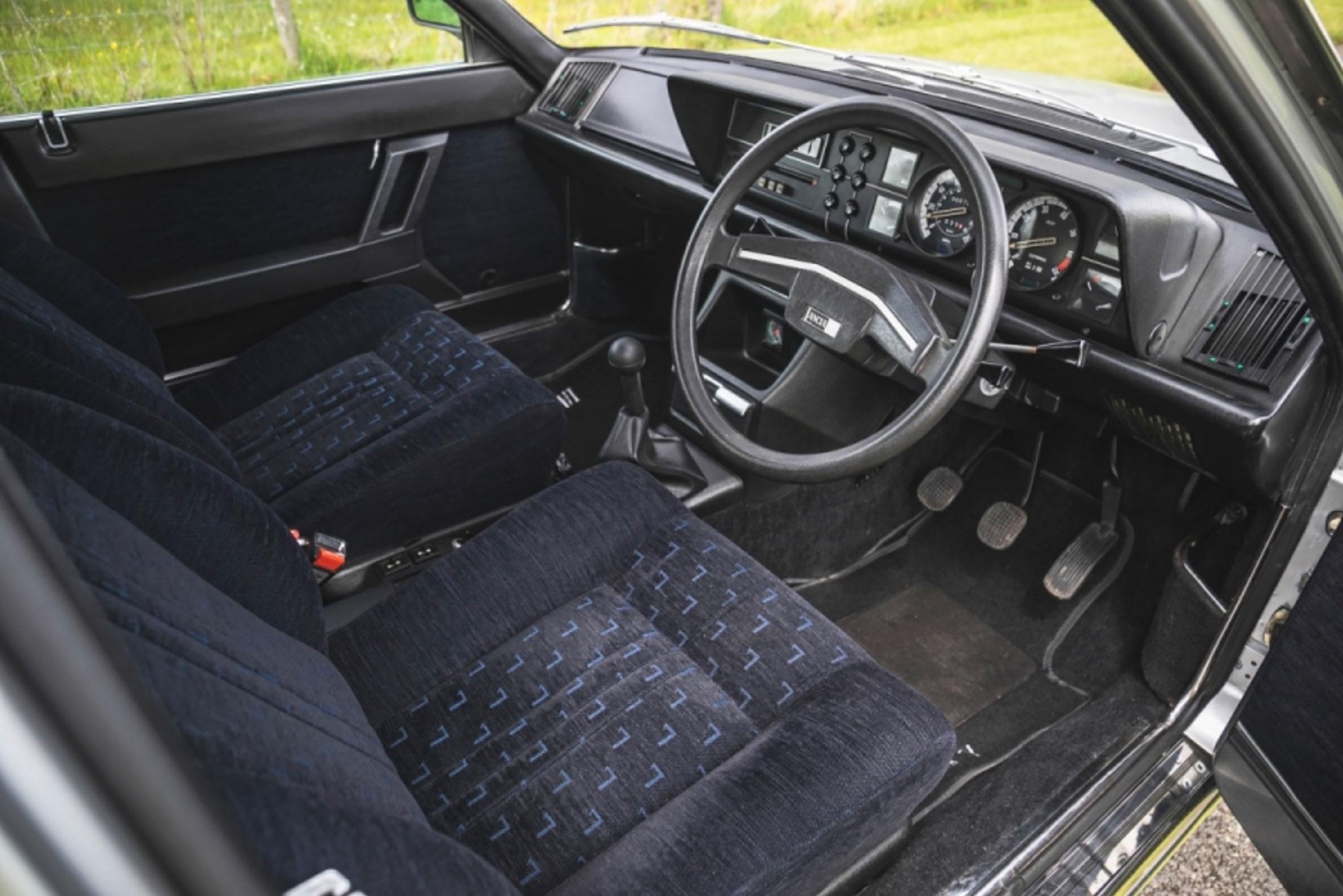 1976 Lancia Gamma Berlina 2500 intérieur - CCA au London Classic Car Show 2021.