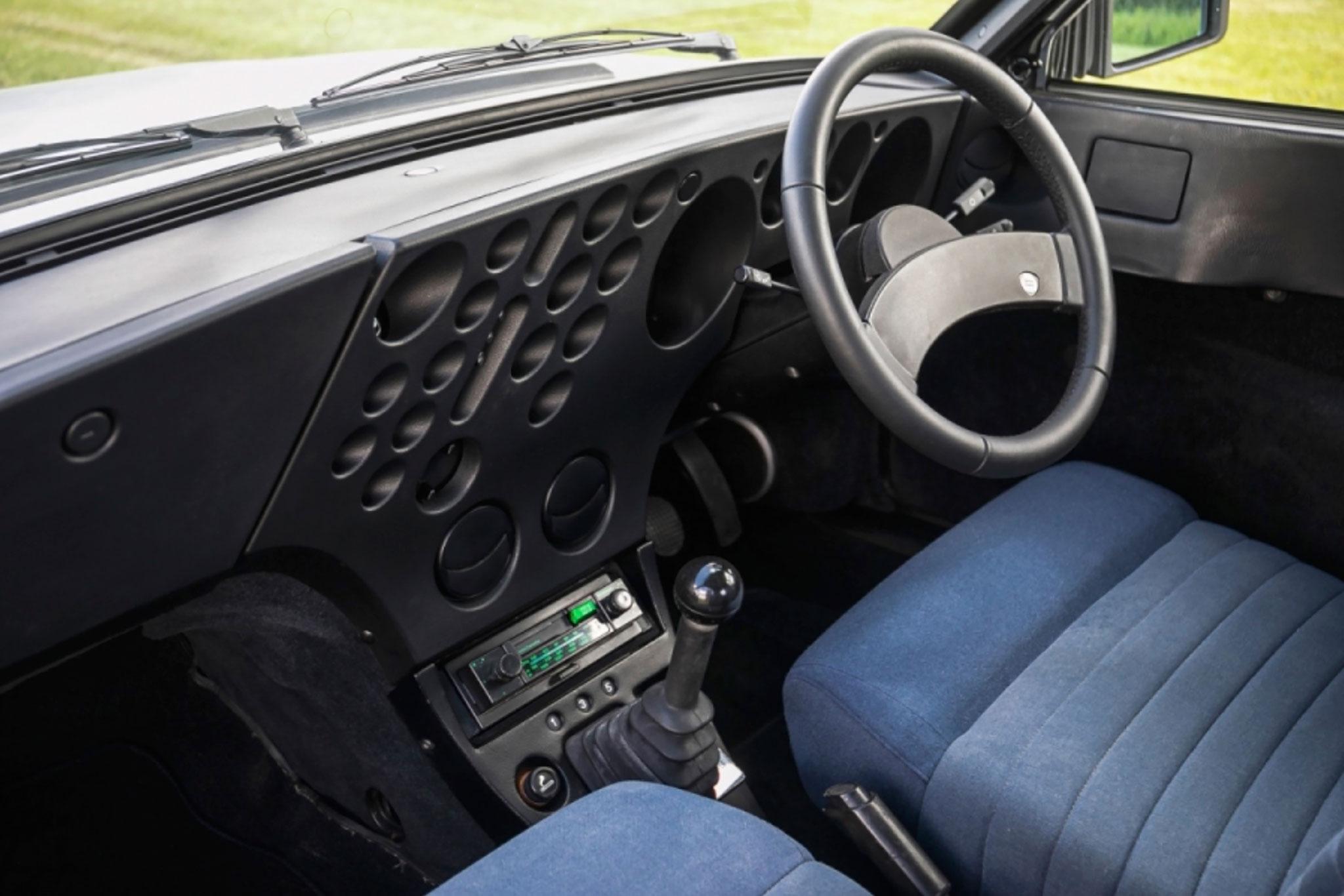 1981 Lancia Trevi Berline intérieur - CCA au London Classic Car Show 2021.