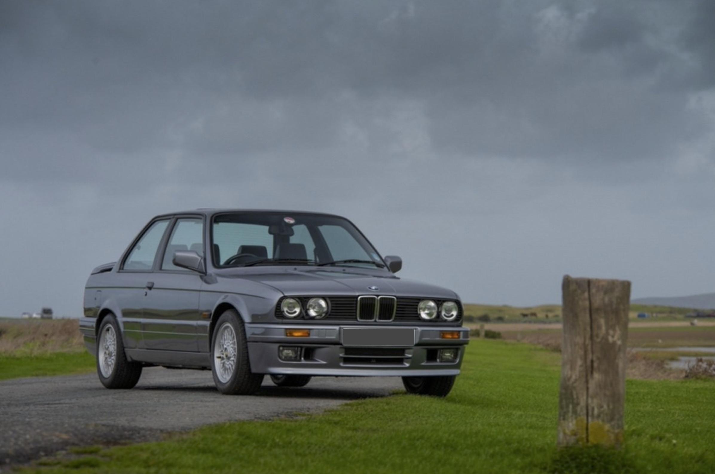 1985 BMW E30 - Marché de la Collection.