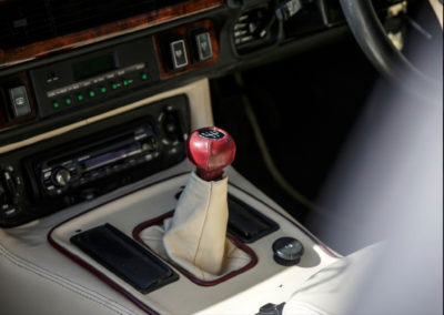 1986 Lister-Jaguar XJ-S 7.0-Litre finitions de qualité même pour le soufflet du levier de vitesse.