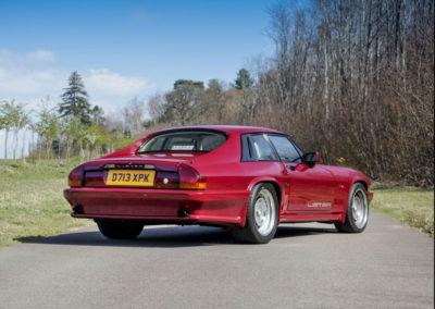 1986 Lister-Jaguar XJ-S 7.0-Litre les ailes avant et arrière ont pris de l'embonpoint.