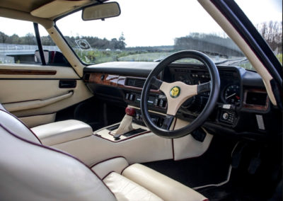 1986 Lister-Jaguar XJ-S 7.0-Litre l'intérieur similaire à une XJ-S de série.