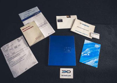 1999 Subaru 22B-STi Type UK le propriétaire reçoit un livret d'information en aluminium.
