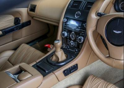 2011 Aston Martin V12 Zagato équipée d'une boîte manuelle.