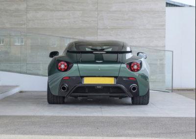 2011 Aston Martin V12 Zagato imposant aileron arrière.