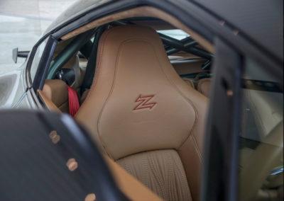2011 Aston Martin V12 Zagato le Z de Zagato orne les appuie-têtes.