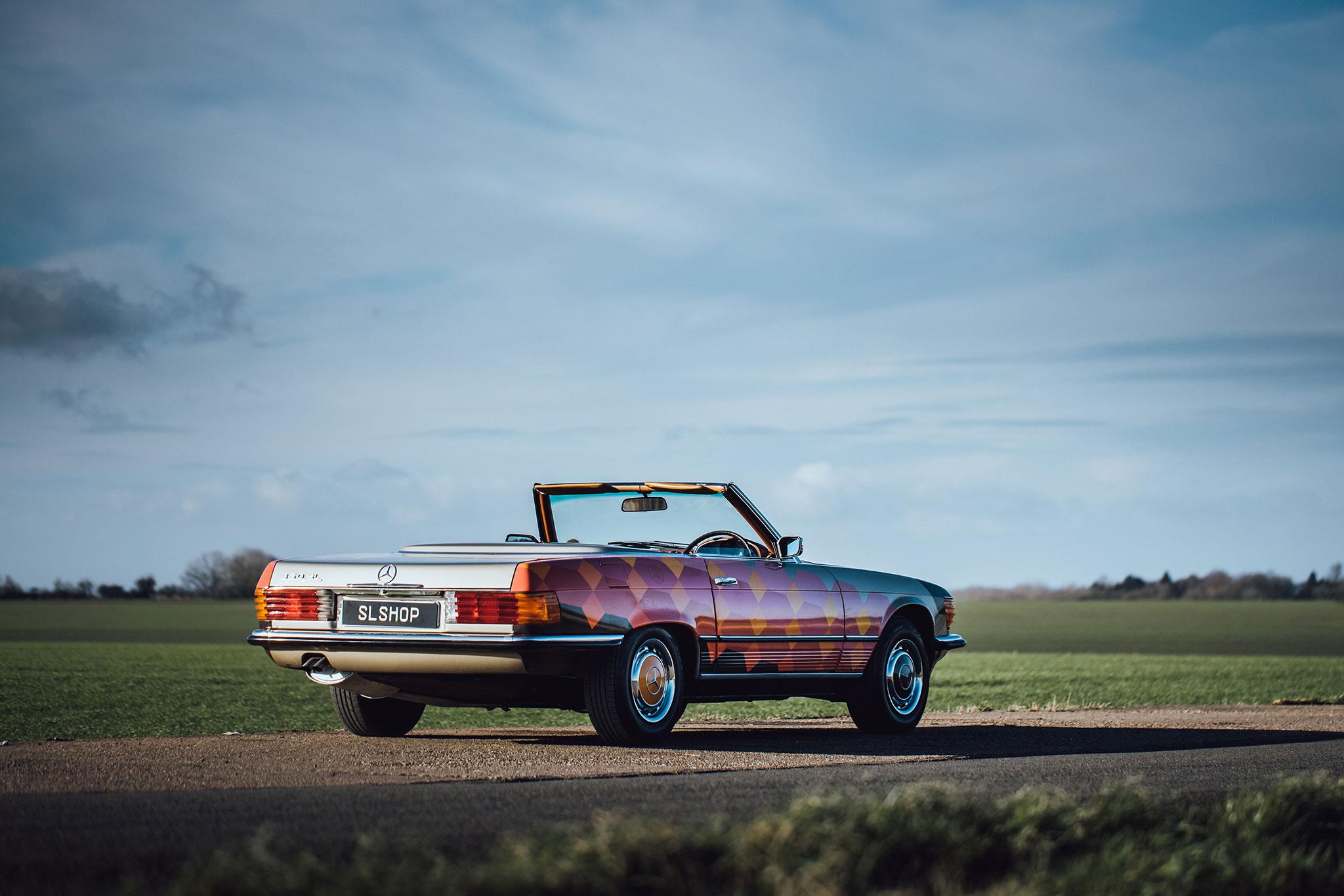 SLShop Mercedes-Benz 350 SL Art Car particpe à de nombreux évènements automobiles.