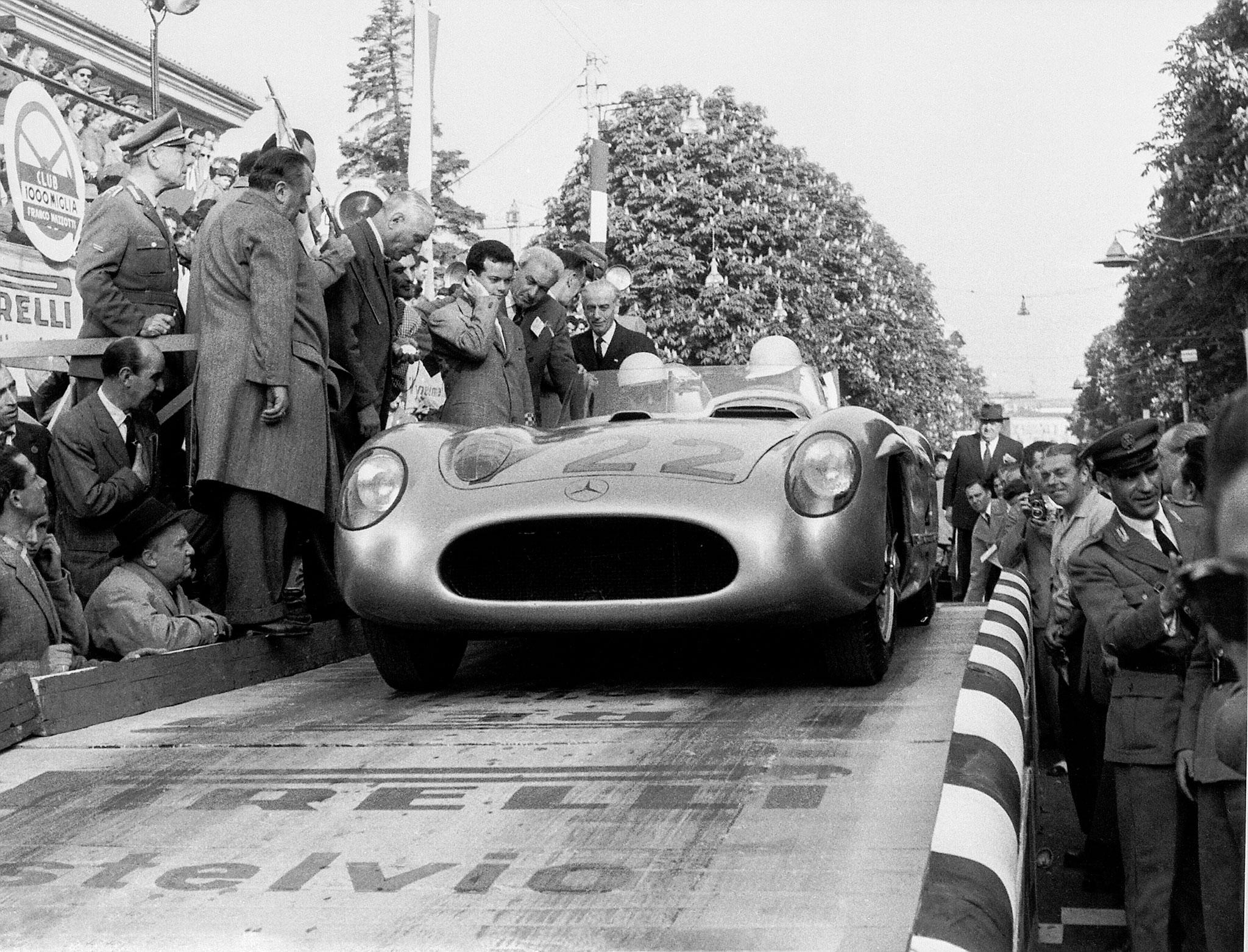 Sir Stirling Moss et Denis Jenkinson, mai 1955, au Mille Miglia avec la 300 SLR 722.