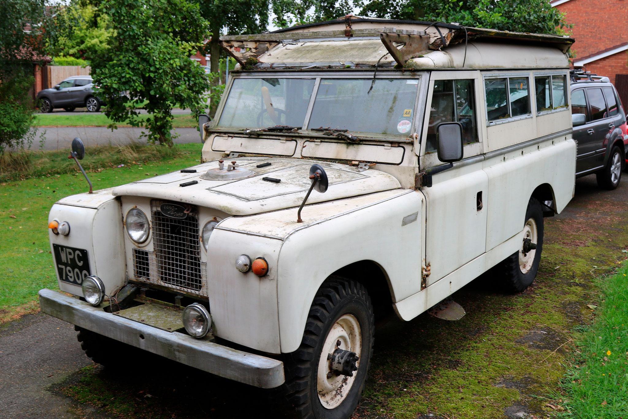 1968 Land Rover Series II première vente de septembre 2016 pour £3300 - The Market by Bonhams.